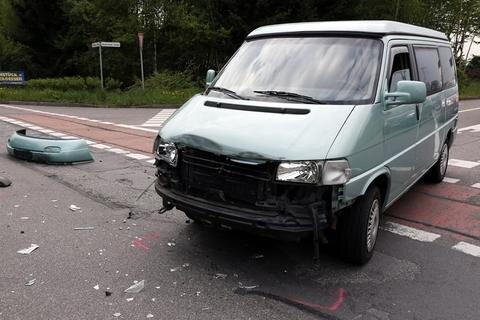 <p> Er war von einem VW erfasst worden, der von der Neukirchener Straße aus auf die B 169 fuhr.</p>