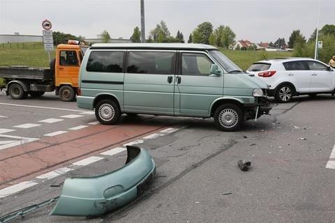 <p> Wegen Unfallaufnahme und Bergung musste die Unfallstelle eine Stunde lang gesperrt werden</p>