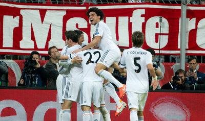 """<p> Die Spieler von <span class=""""suchwort"""">Madrid</span> jubeln über das 0:3.&nbsp;</p>"""