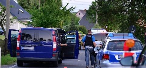 <p> &nbsp;In seinem Auto befand sich ein Gewehr. Ob es sich um die Tatwaffe handelt, muss erst noch ermittelt werden.</p>