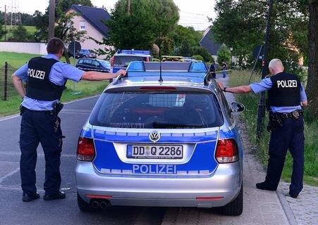 <p> Der Vater des Opfers hatte gegen 19.00 Uhr die Polizei alarmiert, da sein Schwiegersohn auf dem Grundstück im Ortsteil Seifersbach um sich schoss.</p>