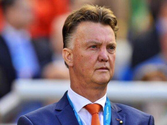 <p> Bondscoach Louis van Gaal guckt streng, nach dem Auftaktsieg müssen die Niederländer nun gegen Underdog Australien ran. Foto: Koen Van Weel<br /> 18.06.2014 (dpa)</p>