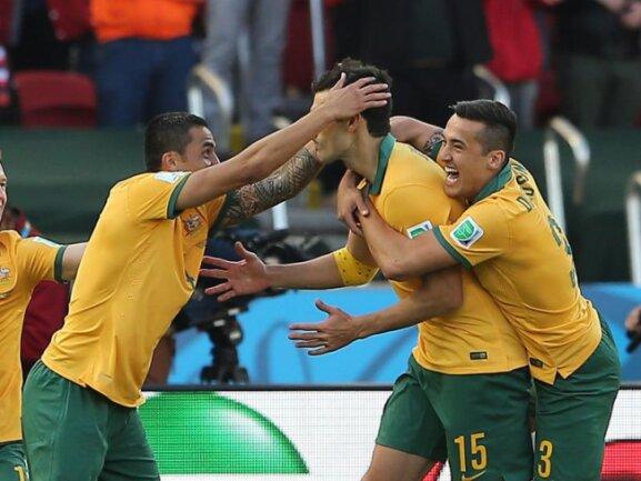 <p> Team Australia! Die Socceroos gehen in Führung. Mile Jedinak verwandelt einen Handelfmeter. Foto: Mohamed Messara<br /> 18.06.2014 (dpa)</p>