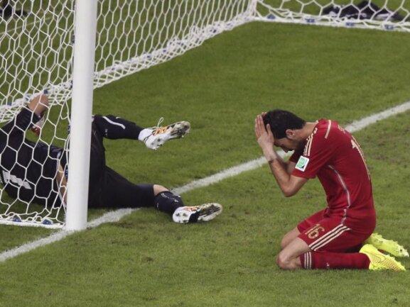 <p> Unfassbar: Sergio Busquets vergab eine Riesenchance für die Spanier. Aus zwei&nbsp;Metern setzte er den&nbsp;Ball nebens Tor.&nbsp;Foto: Marcelo Sayao<br /> 18.06.2014 (dpa)</p>