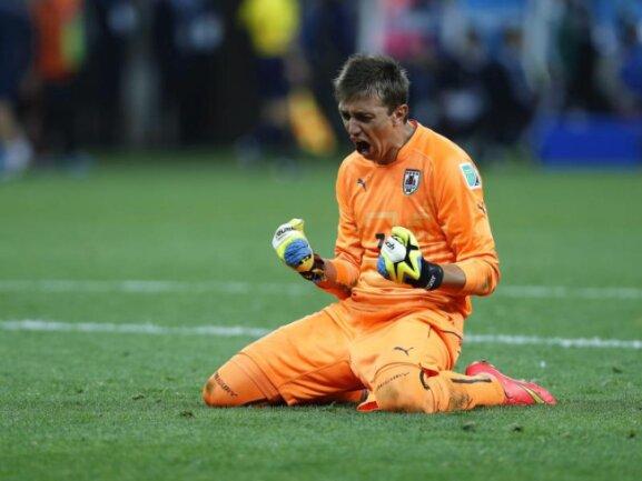 <p> Uruguay Keeper Fernando Muslera lässt seinen Emotionen nach dem 2:1-Sieg gegen England freien Lauf. Foto: Tolga Bozoglu<br /> 19.06.2014 (dpa)</p>