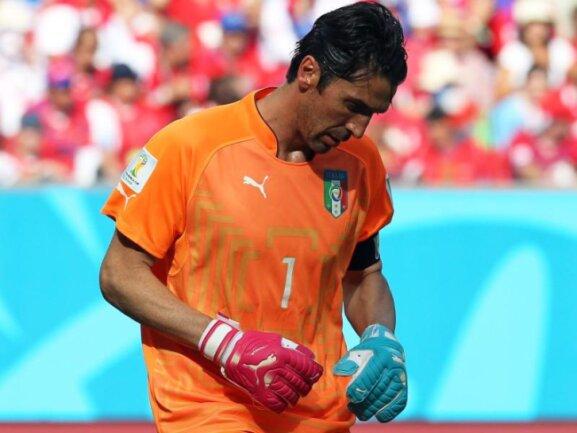 <p> Für Gianluigi Buffon begann die WM alles andere als erfolgreich. Der italienische Keeper musste bei seinem Brasilien-Debüt gegen Costa Rica nur einmal hinter sich greifen, doch das genügte zur 0:1-Pleite. Foto:&nbsp;Srdjan Suki<br /> 20.06.2014 (dpa)</p>