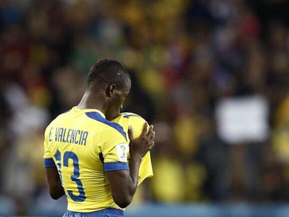 <p> Ecuadors Doppeltorschütze Enner Valencia wollte den Ball am liebsten gleich behalten. Mit seinen Treffern sicherte er seinem Team den 2:1-Sieg gegen Honduras. Foto: Jesus Diges<br /> 21.06.2014 (dpa)</p>