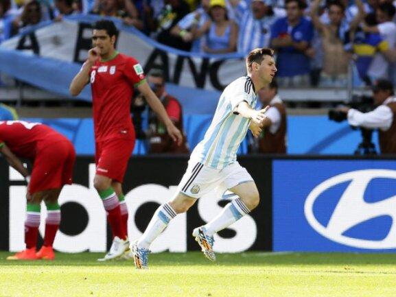 <p> Auf Lionel Messi (r) war mal wieder Verlass. Der Argentinier traf zum späten 1:0-Sieg gegen den Iran. Foto: Dennis Sabangan<br /> 21.06.2014 (dpa)</p>