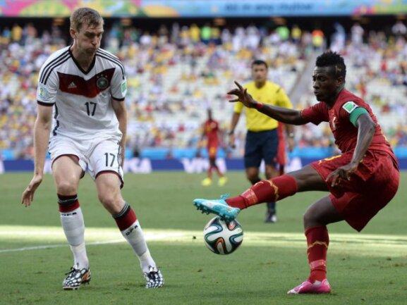 <p> Per Mertesacker machte gegen Ghana sein 100. Länderspiel. Foto: Georgi Licovski<br /> 21.06.2014 (dpa)</p>