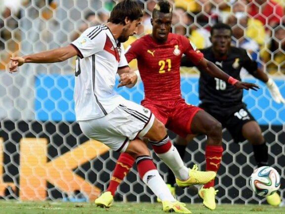 <p> Sami Khedira schießt auf Ghana-Tor. Foto: Georgi Licovski<br /> 21.06.2014 (dpa)</p>