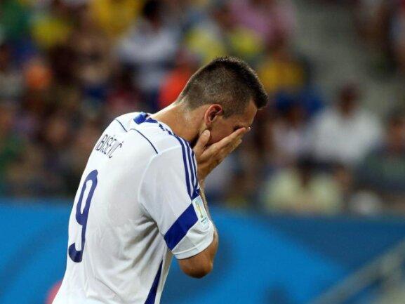 <p> Vedad Ibisevic ist bedient. Der Bundesliga-Stürmer schied durch das 0:1 gegen Nigeria mit Bosnien-Herzegowina bei der WM aus. Foto:&nbsp;Jose Coelho<br /> 22.06.2014 (dpa)</p>