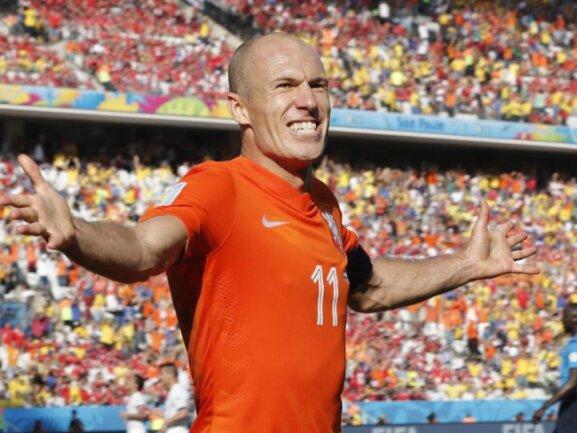 <p> Arjen Robben ist bei der WM in überragender Form. Der beste Mann auf dem Platz zeigte schöne Sololäufe und bereitete das 2:0 vor. Foto:&nbsp;Tolga Bozoglu<br /> 23.06.2014 (dpa)</p>