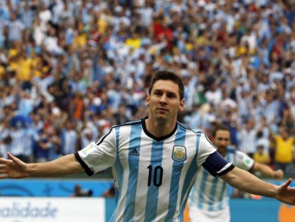 <p> Zweieinhalb Minuten sind gegen Nigeria gespielt und prompt ist er da. Wer sonst? Argentiniens Superstar Lionel Messi mit der Führung. Foto: Mohamed Messara<br /> 25.06.2014 (dpa)</p>
