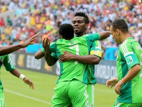 <p> Der Messi Nigerias heißt Ahmed Musa (l): Der Stürmer beantwortete Messis Tore mit zwei eigenen Treffern. Foto: Mohamed Messara<br /> 25.06.2014 (dpa)</p>