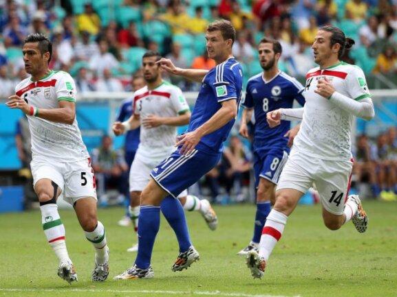 <p> Edin Dzeko lässt mit seinem Tor Bosnien-Herzegowina vom ersten WM-Sieg träumen. Foto: Ali Haider<br /> 25.06.2014 (dpa)</p>