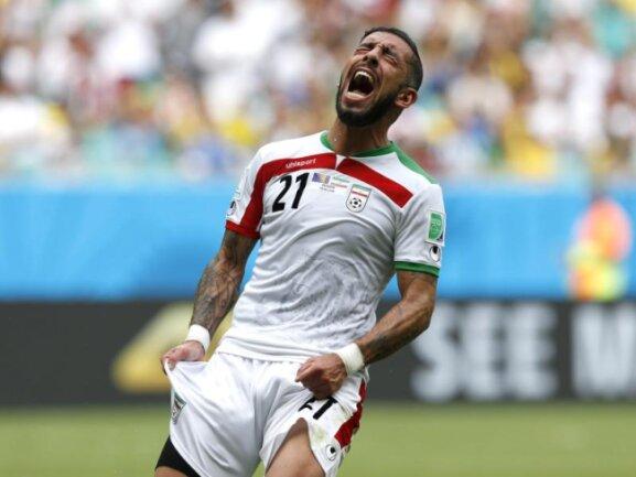 <p> Ashkan Dejagah versuchte mit Iran alles, aber es langte nicht für die K.o.-Runde in Brasilien. Foto:&nbsp;Guillaume Horcajuelo<br /> 25.06.2014 (dpa)</p>