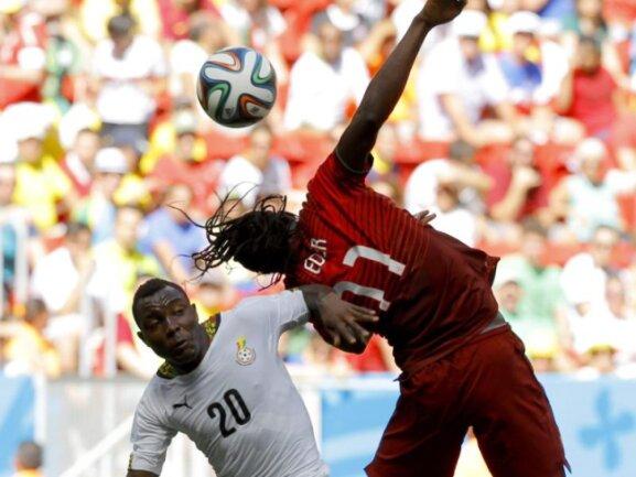 <p> <b>Unterlaufen</b><br /> Portugals Eder (r) streckt sich, Kwadwo Asamoah duckt sich geschickt drunter weg.&nbsp;Foto: Robert Ghement<br /> 26.06.2014 (dpa)</p>
