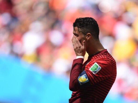 <p> <b>Trauer</b><br /> Für Superstar Cristiano Ronaldo und seine Portugiesen ist die WM beendet, sein Siegtreffer zum 2:1 gegen Ghana reichte nicht aus. Foto: Marius Becker<br /> 26.06.2014 (dpa)</p>