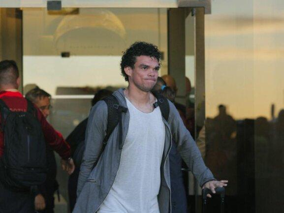 <b>Ankunft</b><br/>Portugals Pepe ist auch bei der Ankunft in Lissabon die Enttäuschung über das Vorrunden-Aus noch ins Gesicht geschrieben. Foto: Pedro Nunes<br/>28.06.2014 (dpa)