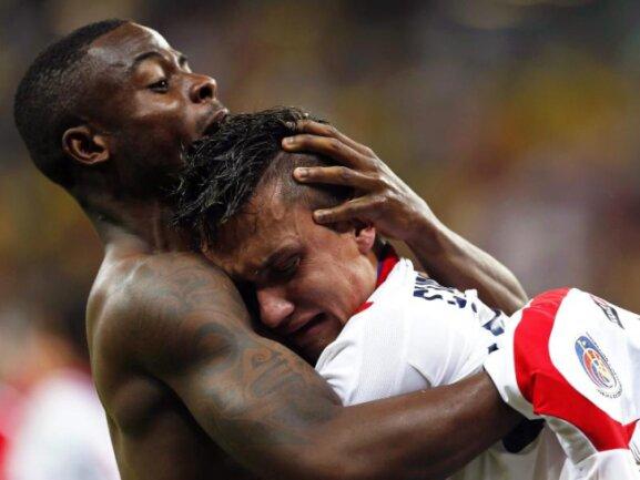<b>Zum Heulen</b><br/>Jose Cubero weint Freudentränen nach dem größten Erfolg in Costa Ricas Fußball-Geschichte. Foto: Chema Moya<br/>30.06.2014 (dpa)