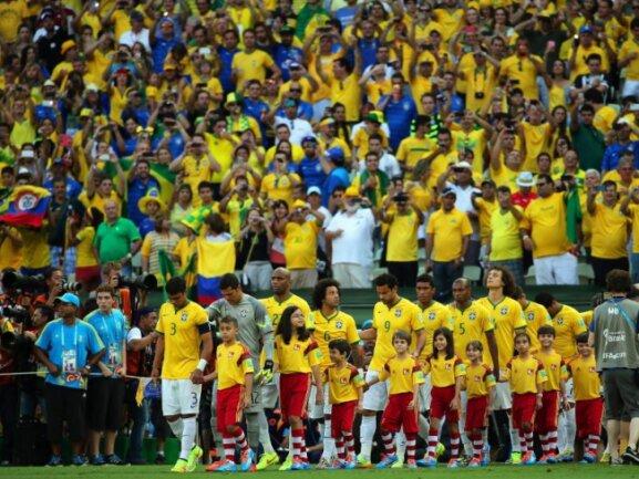 <b>Gänsehautatmosphäre</b><br/>Wenn der Gastgeber die Bühne betritt, hält es im Stadion niemand mehr auf den Sitzen. Foto: Diego Azubel<br/>04.07.2014 (dpa)