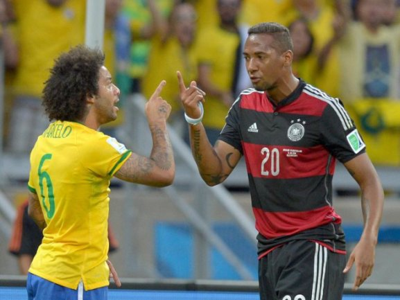 <b>Duell der Finger</b><br/>Jerome Boateng und der Brasilianer Marcelo geraten aneinander. Foto: Thomas Eisenhuth<br/>08.07.2014 (dpa)