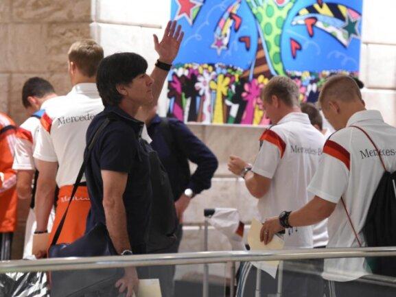 <b>Aufgeräumte Stimmung</b><br/>Die deutsche Nationalmannschaft bezieht das Teamhotel in Rio de Janeiro. Foto: Marcus Brandt<br/>12.07.2014 (dpa)