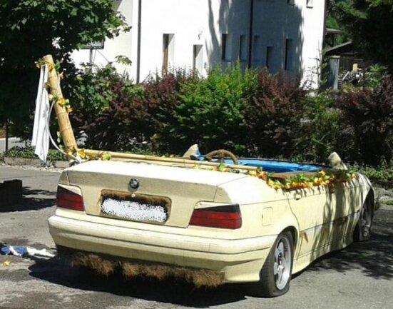<p> Bereits im vergangenen Jahr schafften die Beiden eine ähnliche Meisterleistung: Die Polizei stoppte sie, als sie in einem BMW-Pool unterwegs waren.</p>