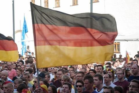 <p> Mehr als 1200 Fans der Nationalmannschaft verfolgten im Schloss Freudenstein das WM-Viertelfinale.</p>