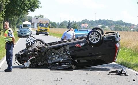 <p> Bei einem Unfall auf der S 245 in Lobsdorf sind am Mittwochmittag eine Mitsubishi-Fahrerin und ihr Kind verletzt worden.</p>