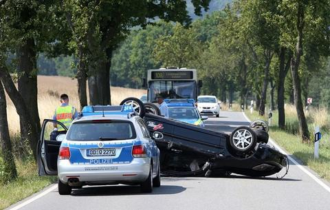 <p> Der Fahrer des unbekannten Pkw setzte seine Fahrt fort. Hinweise bitte an den Zentralen Verkehrsunfalldienst, Telefon 03765/500.</p> <p> &nbsp;</p>