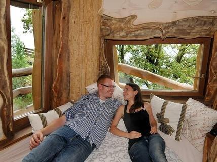 bildergalerien kriebstein baumhaushotel er ffnet bild 10 von 10. Black Bedroom Furniture Sets. Home Design Ideas