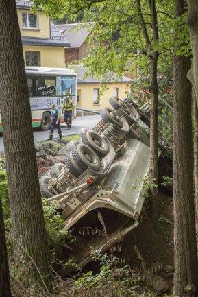 <p> Der Fahrer kam schwer verletzt ins Krankenhaus.</p>
