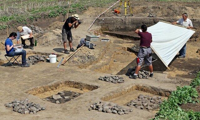 <p> Eine rund 3000 Jahre alte Anlage zum Konservieren von Fleisch ist in Wörbzig (Sachsen-Anhalt) entdeckt worden.</p>