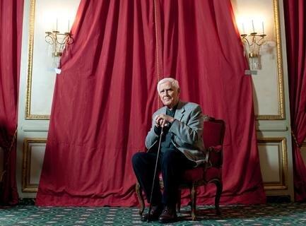 """<p> Joachim <span class=""""Query_Highlighted_Words"""">Fuchsberger</span> am 25.01.2012 während eines Fototermins im Hotel Bayerischer Hof in München.</p>"""