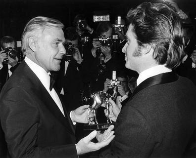 """<p> Joachim <span class=""""Query_Highlighted_Words"""">Fuchsberger</span> am 16.01.1976 in München im Gespräch mit dem Preisträger Michael Douglas, der einen Bambi für seine Rolle in der amerikanischen TV-Serie &quot;Die Straßen von San Francisco&quot; erhielt.</p>"""