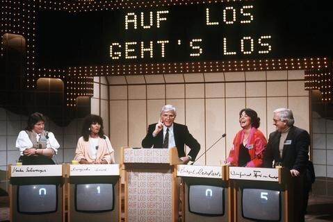 """<p> Showmaster Joachim <span class=""""Query_Highlighted_Words"""">Fuchsberger</span> mit Kandidaten während seiner Fernsehshow &quot;Auf los gehts los&quot; im Januar 1985.</p>"""