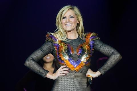 bildergalerien helene fischer auf tour bild 1 von 5. Black Bedroom Furniture Sets. Home Design Ideas