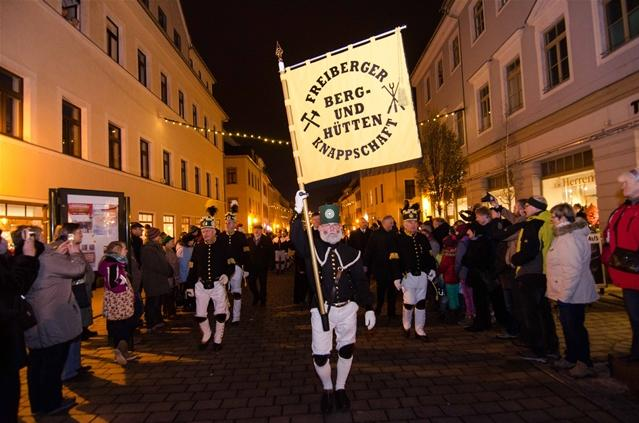"""<p> <span style=""""font-family: Calibri , sans-serif;"""">Anschließend ging es weiter über den Obermarkt, wo sich der Weihnachtsmarkt befindet...</span></p>"""