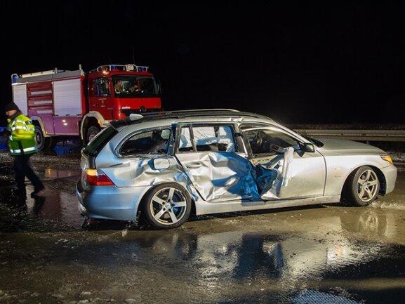 <p> Drei Insassen kamen mit schweren Verletzungen ins Krankenhaus, drei weitere erlitten leichte Verletzungen.</p>