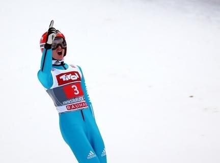<p> Richard Freitag hat sich mit einem furiosen Triumph beim Bergiselspringen in Innsbruck eindrucksvoll in der Weltspitze zurückgemeldet.</p>