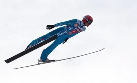 <p> Freitags Erfolg war der erste deutsche Tagessieg bei der Tournee seit Sven Hannawalds Triumph in Oberstdorf am 29. Dezember 2002.</p>