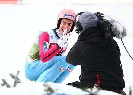 <p> Krafts Konkurrent Michael Hayböck (Österreich/257,5) landete nur auf dem 6. Platz, Peter Prevc (Slowenien/245,2) musste sich mit dem elften Rang begnügen. Hayböck verbesserte im zweiten Durchgang mit 138 m den Schanzenrekord von Hannawald, der auf den Tag genau vor 13 Jahren in Innsbruck gewonnen hatte, gleich um 3,5 Meter.</p>