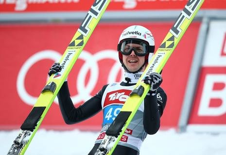 "<p> Der Schweizer <span class=""Query_Highlighted_Words"">Simon</span> Ammann belegte Rang drei - aber nicht allein.</p>"