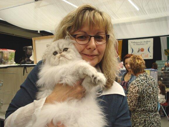 """<p> Rita Ullrich (54) aus Helmbrechts hat dreimal einen Preis bei der Saxcat gewonnen. """"Die silberfarbenen Perserkatzen zeichnen sich durch ihre ruhige Art aus.</p>"""