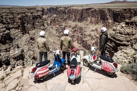 <p> Nahe dem Grand Canyon bot sich den Vespa-Piloten dieser traumhafte Ausblick abseits der großen Pisten. Am Rand der Strecke von der West- zur Ostküste der USA fanden sich unzählige Bildmotive, die nun zum Teil auch im Buch zur Tour zu sehen sind.</p>