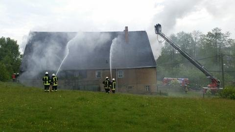 """<p> """"Gegen 8.15 Uhr hatten wir den Brand unter Kontrolle"""", sagte Einsatzleiter Nico Endler.</p>"""