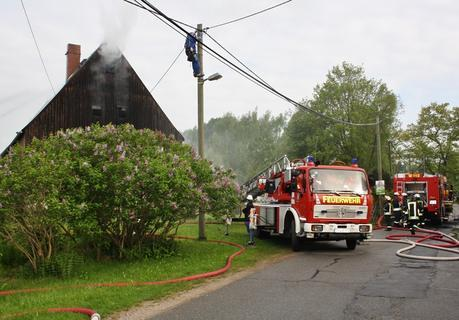 <p> Im Eppendorfer Ortsteil Kleinhartmannsdorf ist es am Donnerstagfrüh kurz nach 5.30 Uhr zu einem Wohnhausbrand gekommen.</p>
