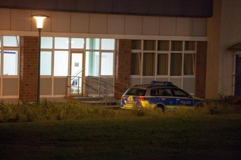 <p> Offenbar erlitten die 27 und 31 Jahre alten Männer Schnittverletzungen, die vermutlich von einem Messer herrührten. Die beiden wurden ambulant versorgt.</p>
