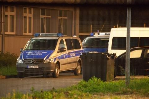 <p> Um weitere Störungen zu verhindern, nahm die Polizei zwei Bewohner im Alter von 17 und 19 Jahre über Nacht in Unterbindungsgewahrsam.</p>